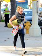 http://img289.imagevenue.com/loc10/th_504641054_Hilary_Duff_heads_to_yoga_in_Studio_City35_122_10lo.jpg