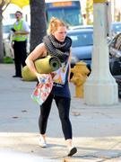 http://img289.imagevenue.com/loc10/th_504641054_Hilary_Duff_heads_to_yoga_in_Studio_City35_122_10lo.jpg