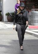 http://img289.imagevenue.com/loc105/th_843548128_Hilary_Duff_out_shopping_in_Beverly_Hills20_122_105lo.jpg