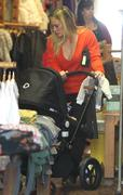 http://img289.imagevenue.com/loc29/th_216695996_Hilary_Duff_Shopping_in_Beverly_Hills5_122_29lo.jpg