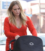 http://img289.imagevenue.com/loc339/th_216656725_Hilary_Duff_Shopping_in_Beverly_Hills2_122_339lo.jpg