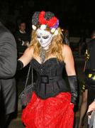 http://img289.imagevenue.com/loc371/th_419301802_Hilary_Duff_Goes_To_a_Halloween_Party11_122_371lo.jpg