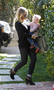 http://img289.imagevenue.com/loc424/th_924080112_Hilary_Duff_friends_house_in_Beverly_Hills12_122_424lo.jpg