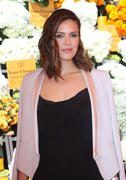 http://img289.imagevenue.com/loc437/th_056868792_MandyMoore_TheFourthAnnualVeuveClicquotPoloClassic8_122_437lo.jpg