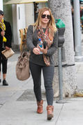 http://img289.imagevenue.com/loc450/th_347428336_Hilary_Duff_nail_salon5_122_450lo.jpg