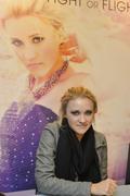 http://img289.imagevenue.com/loc467/th_04516_Emily_Osment_signs_copies_of_her_new_album4_122_467lo.jpg