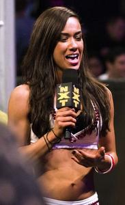 th_952330620_AJ_Lee_75029b9f2e791b641c69_7_123_512lo