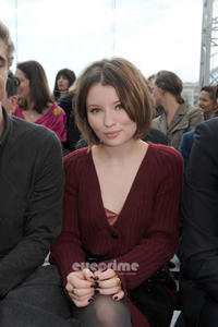Emily Browning � Louis Vuitton Front Row June 23