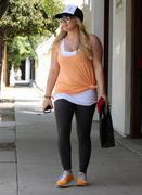http://img289.imagevenue.com/loc95/th_413537533_Hilary_Duff_At_The_Gym_In_LA9_122_95lo.jpg